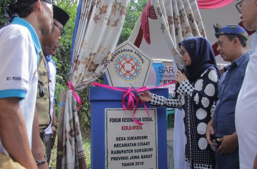 """Desy Mereresmikan Forum Keserasian Sosial """"Kerja Nyata"""" di Desa Sukaresmi"""