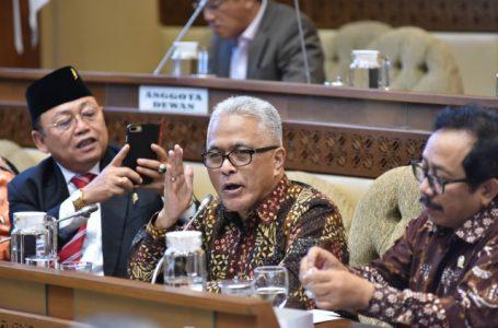 Anggota Komisi II DPR RI Guspardi Gaus (tengah) disela-sela rapat dengar pendapat Komisi II dengan KPU, Bawaslu, dan DKPP di Gedung Parlemen, Senayan, Jakarta, Selasa (14/1/2020). Foto : Kresno/Man