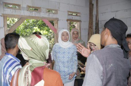Desy Mengunjungi Penerima Manfaat RTLH Kab. Sukabumi