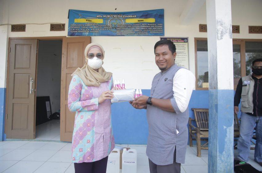 Desy Memberikan Bantuan & Sosialisasi Pencegahan Virus Covid-19 Di Sukabumi