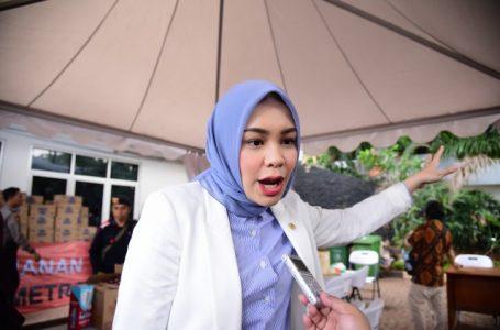 Athari Gauthi Serahkan Bantuan APD Bagi Tenaga Medis di Sawahlunto