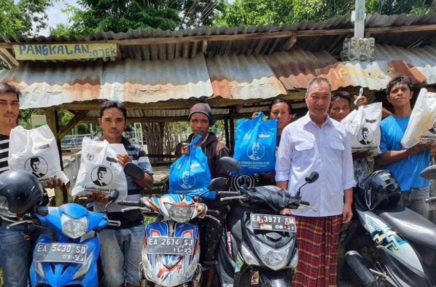 HM Syafruddin Kembali Bagikan Paket Sembako di Kabupaten Bima