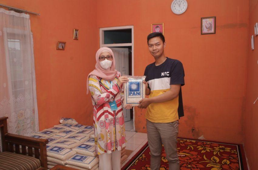 Masa Reses, Desy Menyerahkan Bantuan Paket Sembako di Kab. Sukabumi