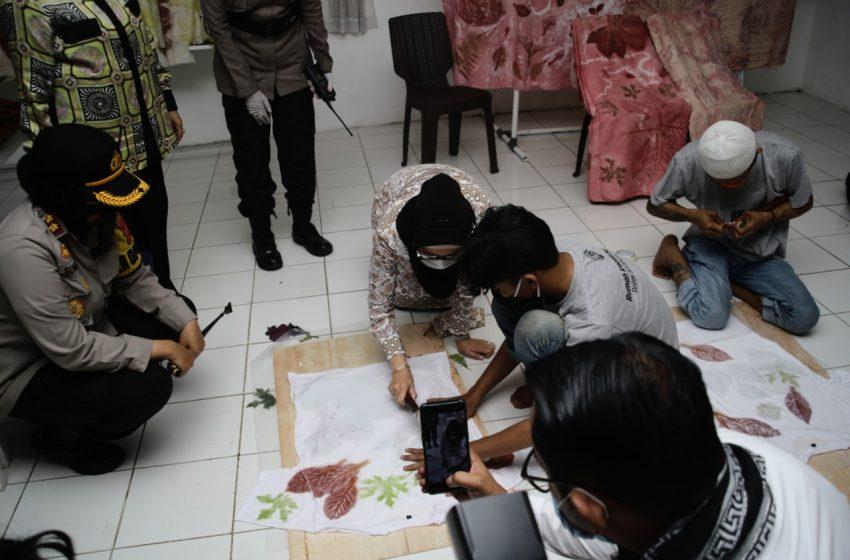 Masa Reses, Desy Ratnasari Mengunjungi Galeri Batik RKM Bageur Kota Sukabumi