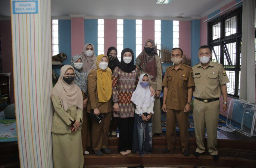 Desy Monitoring Bantuan Perlengkapan Ruang Baca Anak Di Perpustakaan Daerah Kab. Sukabumi